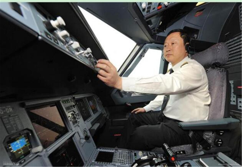 东航五星级长王伯尧:安全飞行四十载 相当于绕飞地球600圈