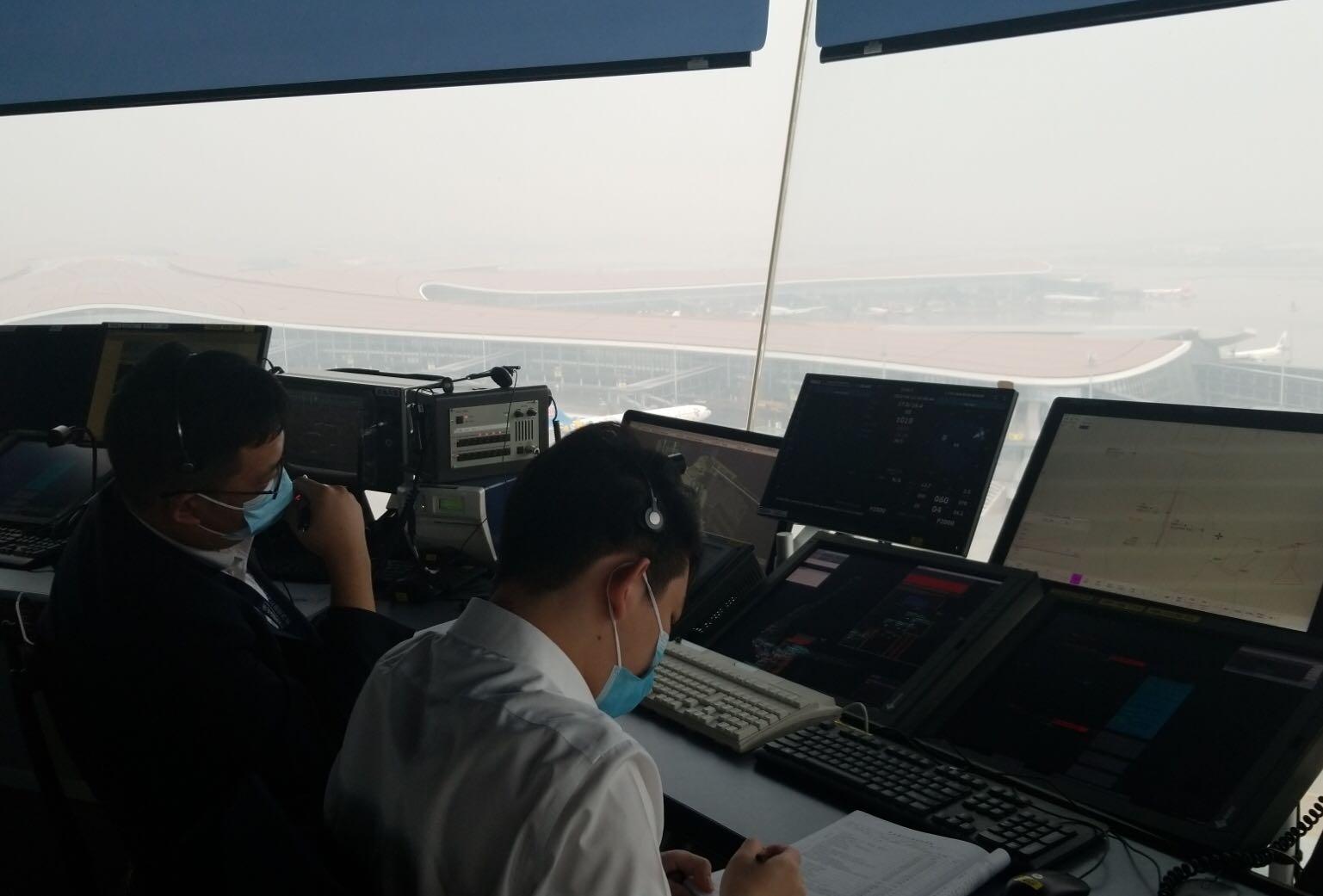 北京两机场迎大范围雷雨天气 出港航班受一定影响