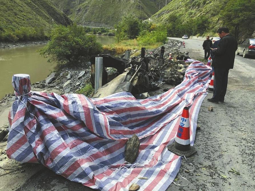 直击黑水直升机坠毁事故现场 事发常有乱流的高原峡谷