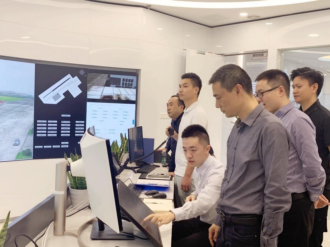 重庆安监局副局长瞿翔一行赴丰鸟无人机公司开展远程数字塔台应用示范调研