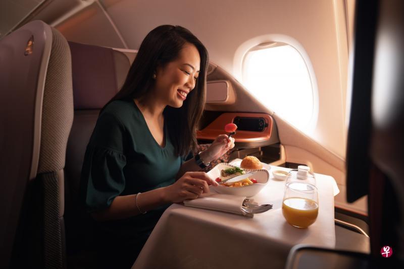 """新航推出""""探索新航""""体验 邀公众登A380客机用餐"""