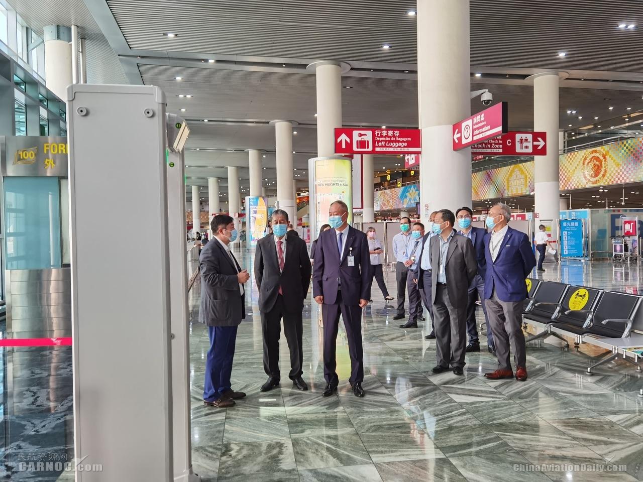澳门机场董事会主席与执委会成员一行实地检查机场防疫措施