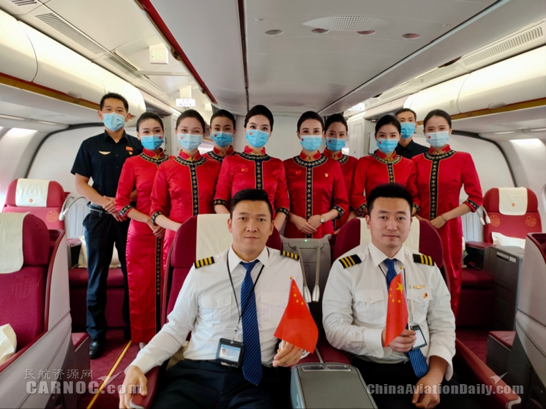 红旗飘扬爱我中华  天津航空举办国庆节主题客舱活动