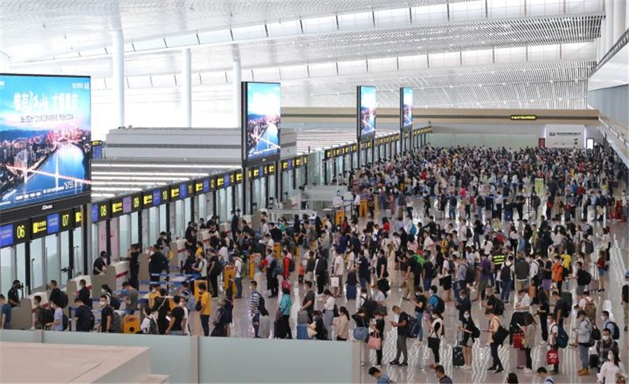 国庆假期首日13.7万旅客进出江北国际机场