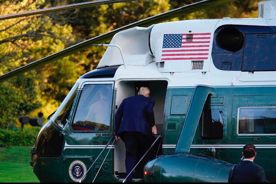 特朗普登上海军陆战队一号直升机 图源:环球网