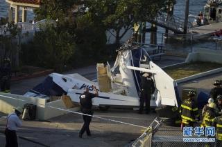 美国纽约市一架水上飞机失事致1死2伤