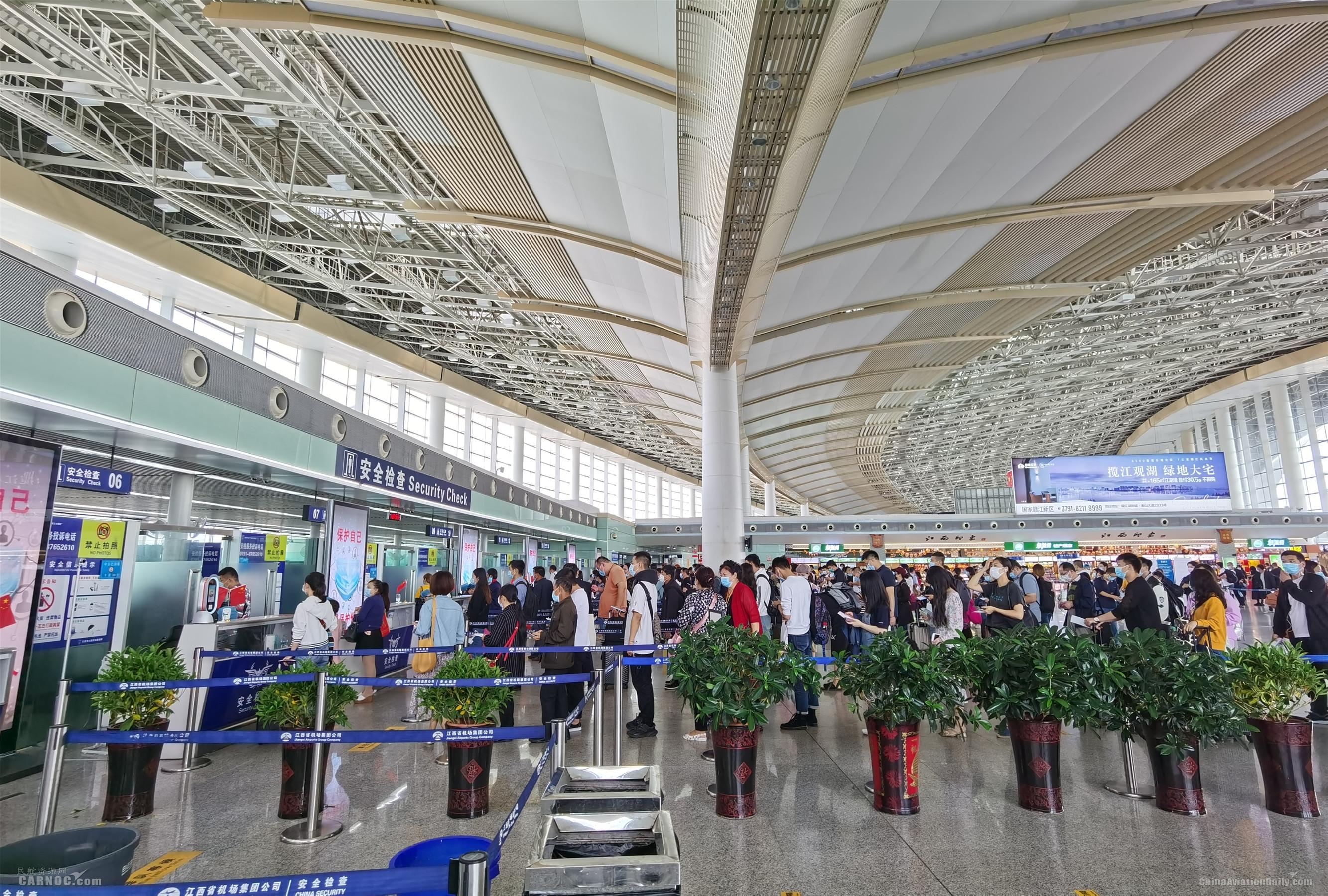 江西机场双节期间保障旅客30.4万人次