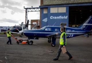 全球首架氢燃料商用飞机完成试飞