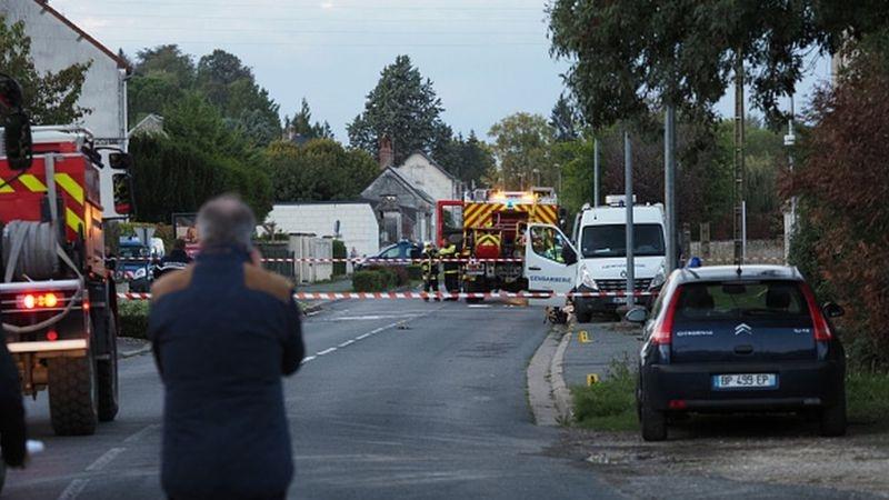 法国2架小型飞机相撞后坠入居民区 已致5人死亡