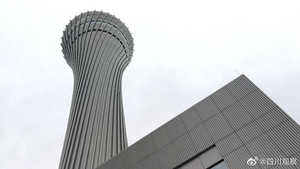 视频:秀出小蛮腰 成都天府国际机场空管双塔完工