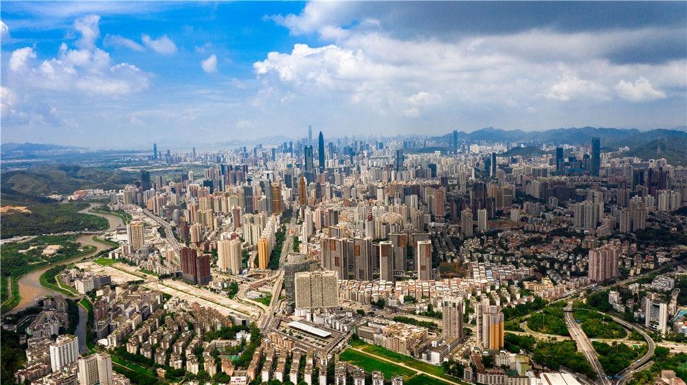 深圳市城区景色(8月26日摄,无人机照片)。新华社记者