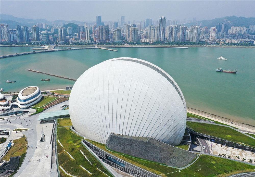 这是9月13日拍摄的珠海大剧院(无人机照片)。新华社记者