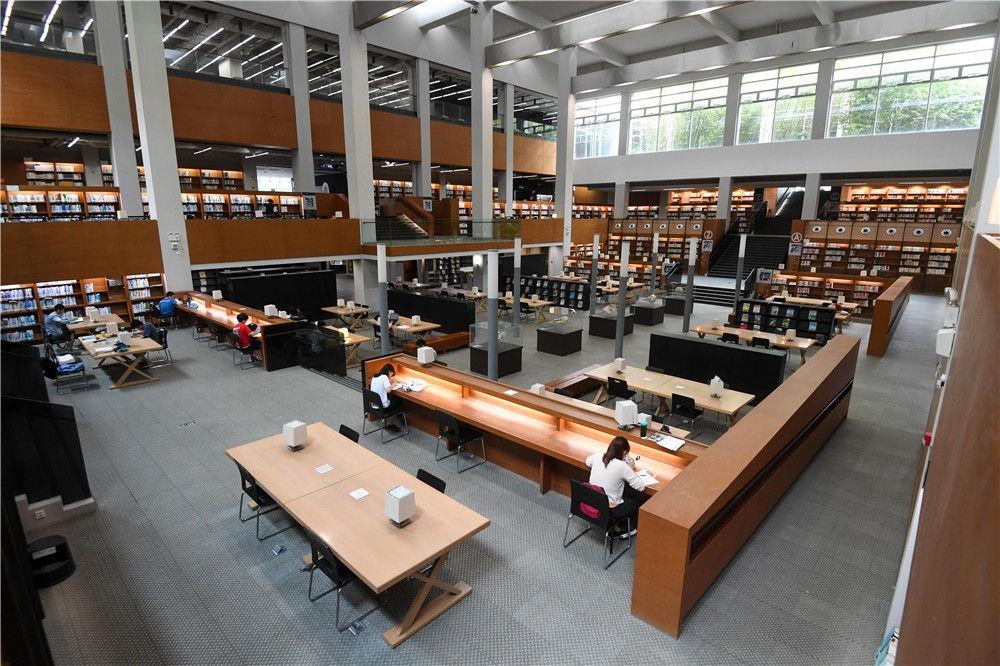 汕头大学图书馆内景(9月8日摄)。新华社记者