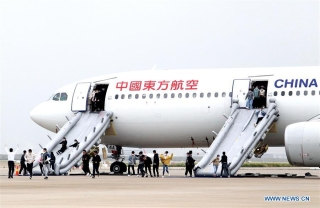 Passengers are evacuated during a mock plane fire as part of an emergency drill held at Pudong International Airport in east China's Shanghai, Oct. 16, 2020. (Xinhua/Chen Fei)