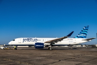 捷蓝航空首架A220-300近日在美国阿拉巴马州莫比尔完成喷漆,精彩亮相。