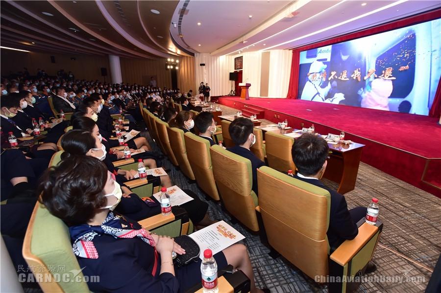 讲述逆行坚守故事  唱响央企责任担当 央企抗疫先进事迹报告会(上海专场)在东航举行
