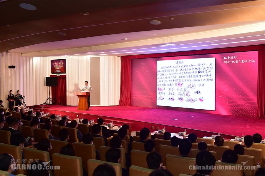 讲述逆行坚守故事  唱响央企责任担当 央企抗疫先进事迹报告会(上海专场)在东航举行 东航供图