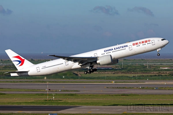 东航客机从主基地浦东国际机场起飞
