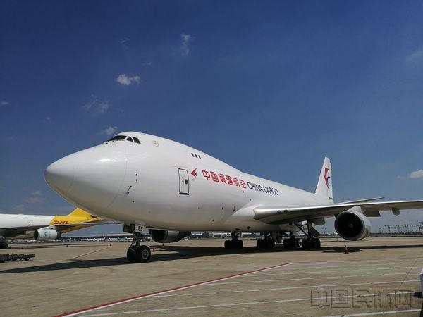 在浦东机场的东航物流全货机