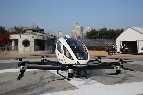 """""""无人机出租车""""在韩国大邱载80公斤救援装备飞行"""