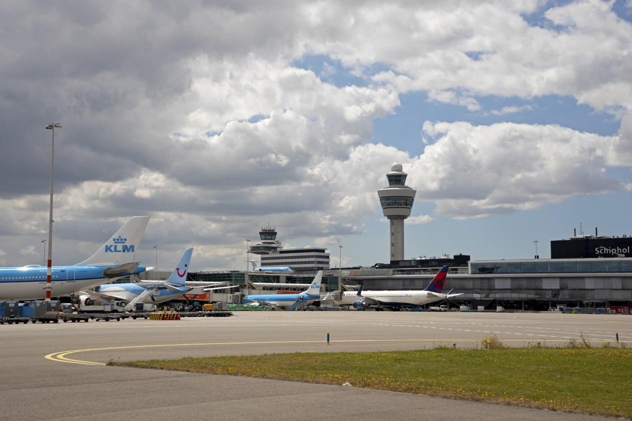 史基浦机场10月运输旅客114万人次 货运航班数升至2139次
