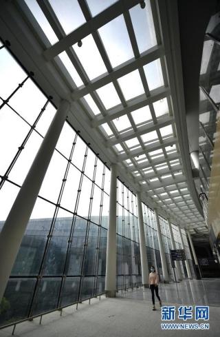 海口美兰国际机场二期扩建项目T2航站楼内景(12月27日摄)。新华社记者 郭程 摄