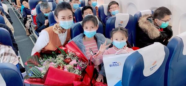 幸福航空开展新航线首航客舱主题活动