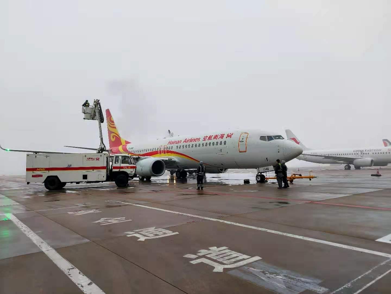 海南航空太原基地紧急抢修除冰车确保航班运行安全