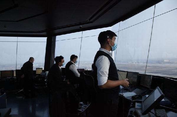 北京两机场迎今年首场降雪 首都机场已完成除冰78架次