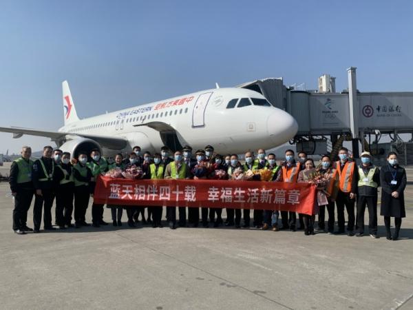 东航江西分公司五星机长张兆仁告别蓝天的最后一个航班