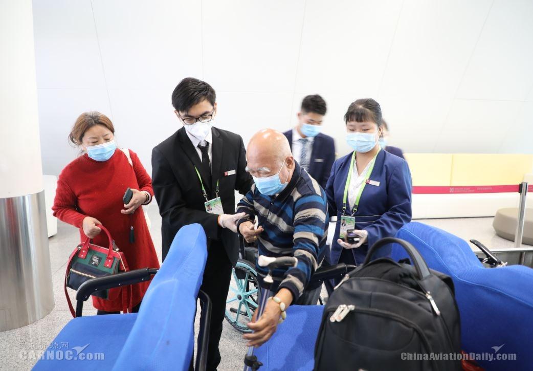 """深圳机场为老年旅客等旅客群体提供""""全流程爱心服务"""""""