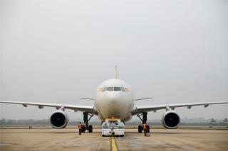 上午8点,海南航空HU7181航班准时从停机位推出,飞往目的地北京(摄影:宁隆宇)