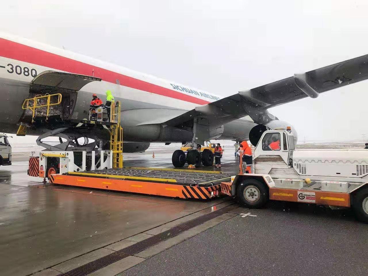 川航开通首条第五航权货运航线