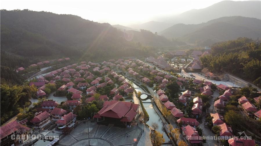 东航携手当地建设美丽乡村,此图为云南沧源葫芦小镇