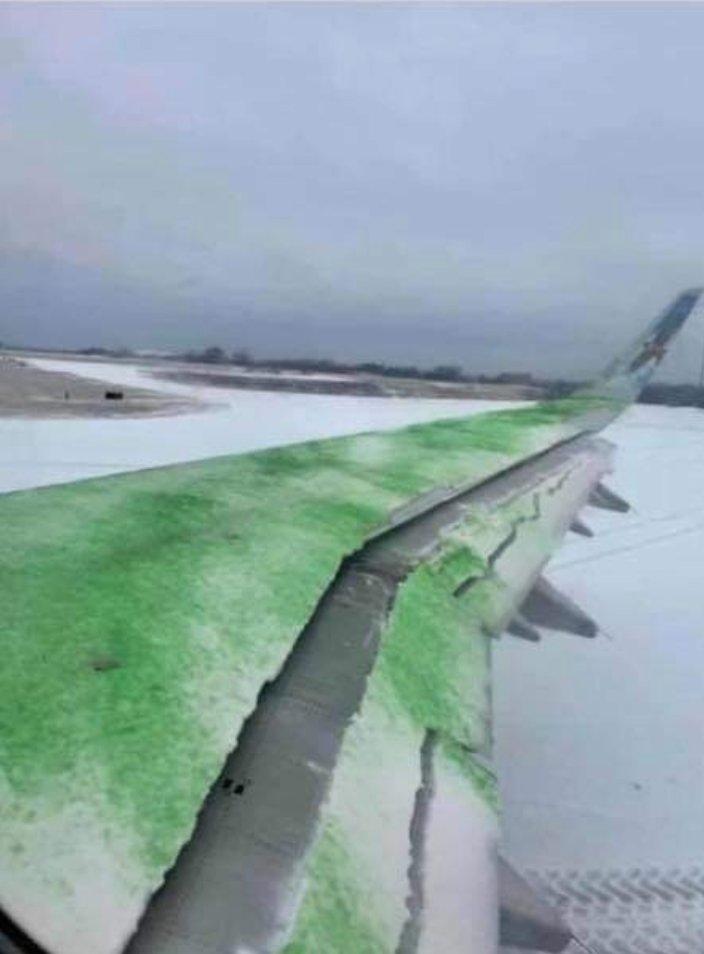 现场图:飞机除冰不妥几乎变成大事情