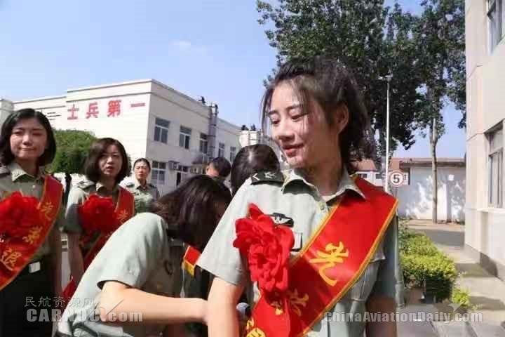 附图2:刘雅男的军旅生活.jpg