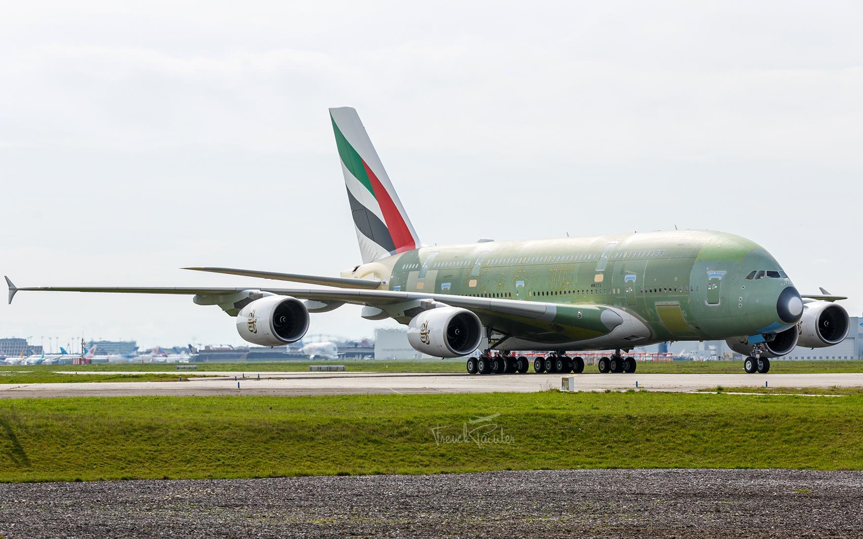 多图:最后一架A380首次启动引擎进行滑行测试