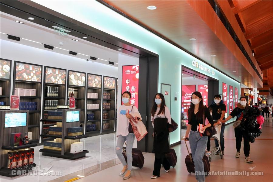 三亚机场单日客流量突破7万人次