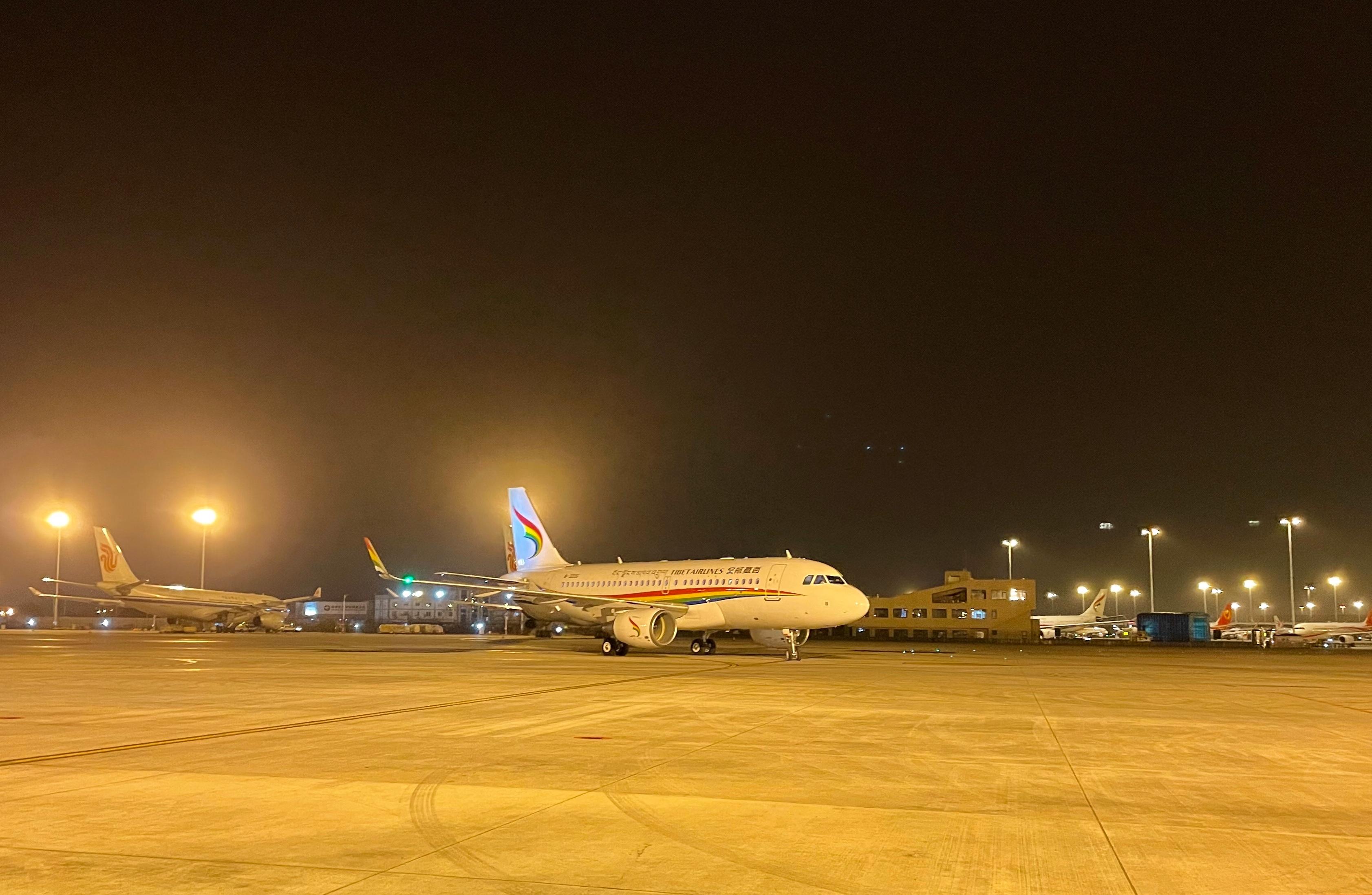 新飞机落地成都双流国际机场