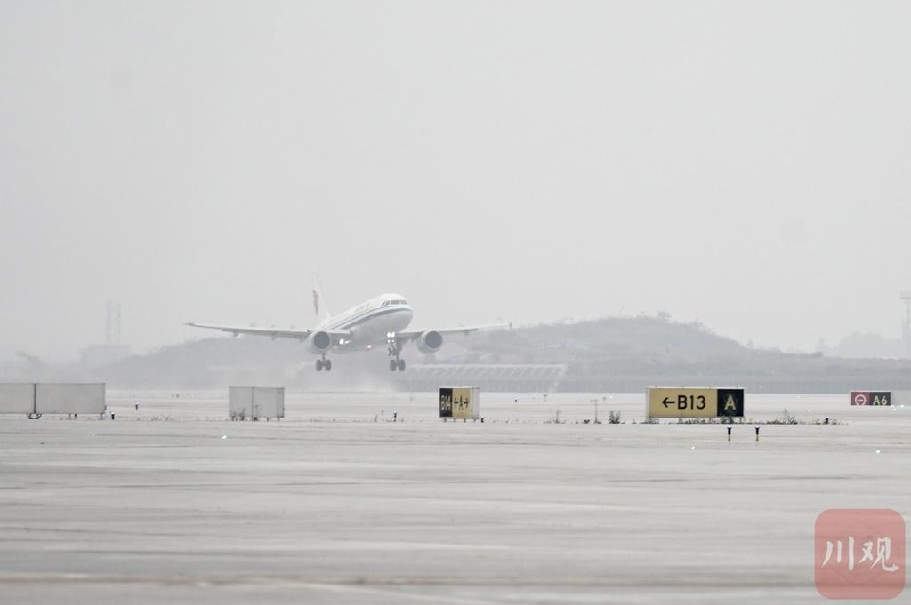 视频 全国第二个!天府国际机场拥有侧向起飞跑道