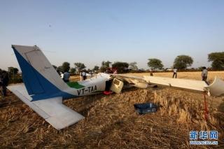 印度一小型教练机坠毁致3人受伤