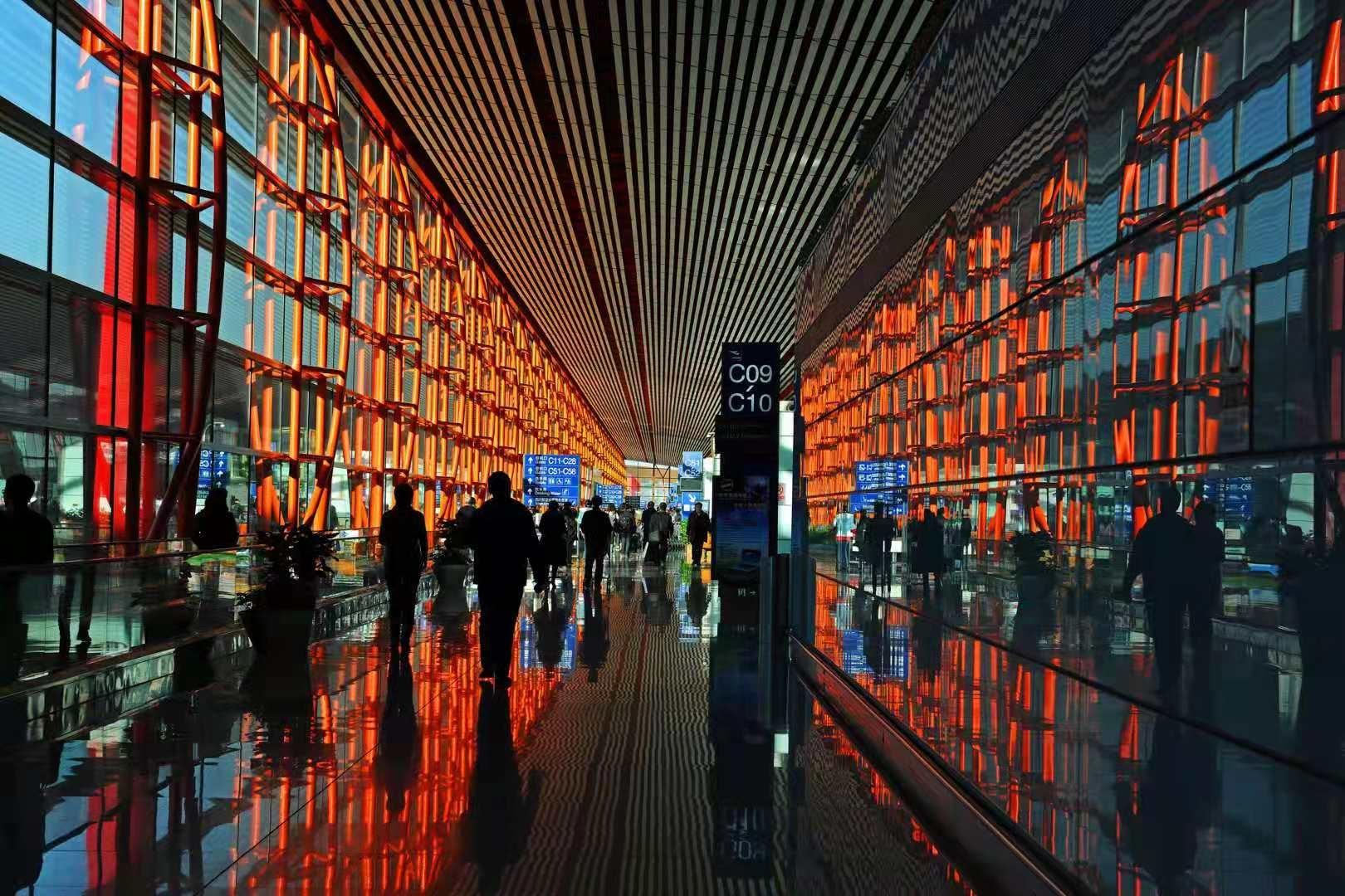 """首都机场""""清明""""小长假预计运送旅客42.21万人次"""