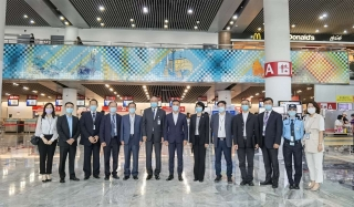 澳门卫生局局长与CAM执委会成员考察机场旅客出入境防疫管控措施