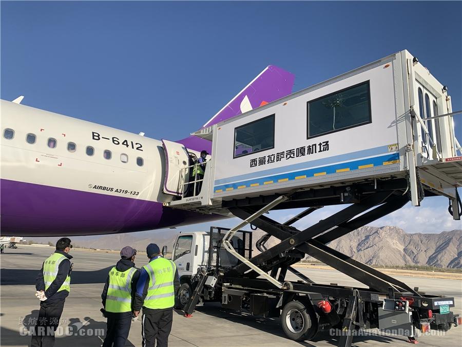 假日高峰期,西部航空这架从重庆出港的飞机放倒9个座椅飞了4个航段