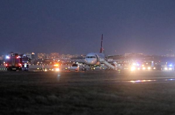 华沙机场客机疑似出现爆炸物 超100名乘客紧急疏散