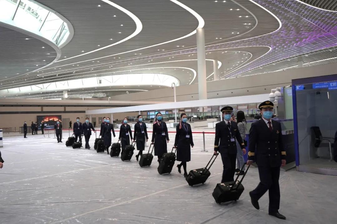 在青岛胶东国际机场乘坐东航航班是什么体验?
