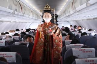 三月初三湖南航空姐着汉服惊艳亮相 万米高空与乘客共品传统文化盛宴