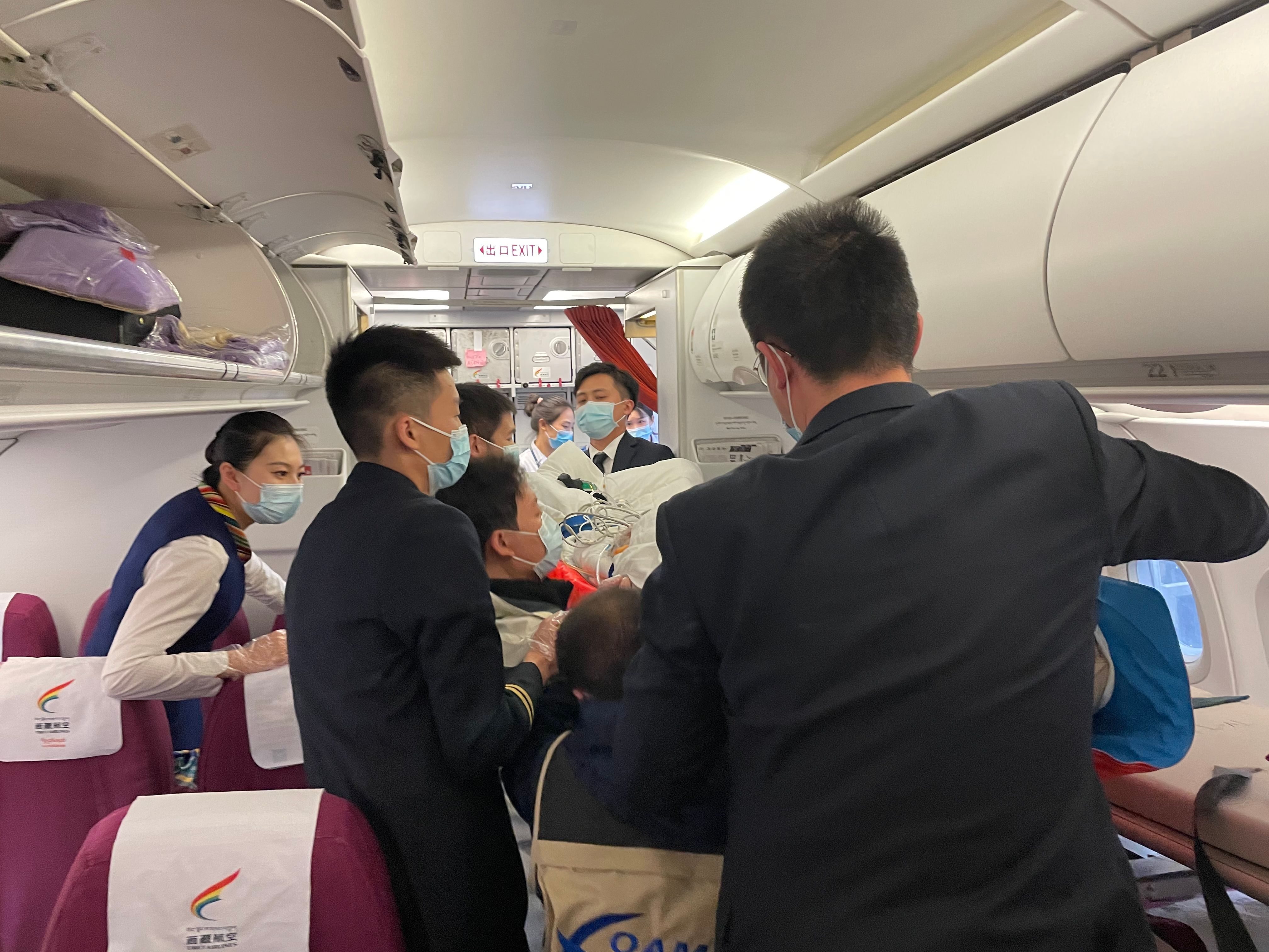 西藏航空TV9856航班 一趟特殊而又温暖的航班