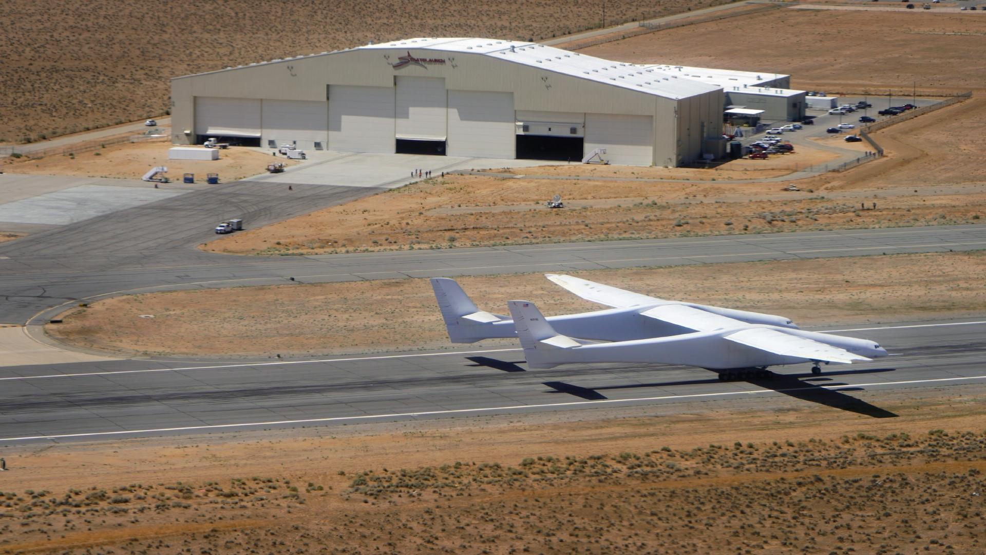 全球最大飞机高速滑行测试 拟下周再次飞行