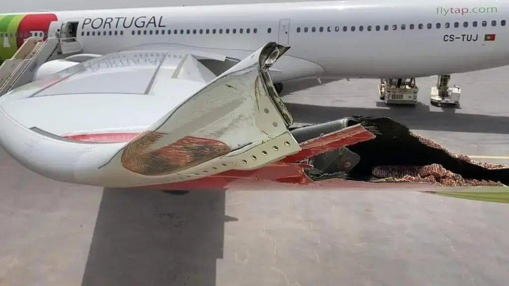 葡萄牙航空客机滑行时撞灯柱 左侧小翼折断